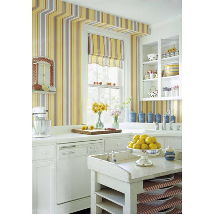 кухня с полосатыми обоями фото нажать название