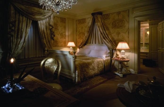red victorian bedroom - magiel